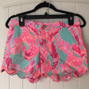 Lily Pulitzer scalloped shorts 0